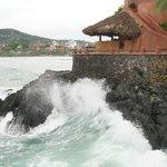 Las olas rompiendo y completando la ambientación...