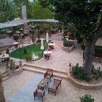 Blick von Zimmer 4 auf Restaurant/Innenhof