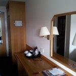 Mesa y armario