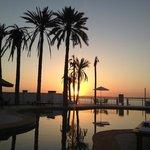 Puesta de sol desde el restaurante/piscina