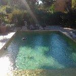 fin de journée près de la piscine