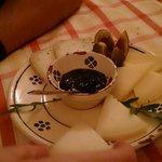 Misto di formaggi con marmellata