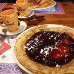 pancake con marmellata a pezzi di frutti di bosco