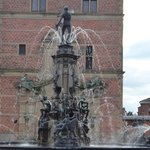 Fountain at entrance to Fredericksborg Slot