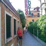 Na rua do hotel Santa Lúcia