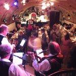5 köpfige Band, ca. 50 Leute, tolle Stimmung