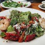 Spinach linguine with Broccoli e Gamberi sauce