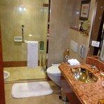 Clean, large bathroom