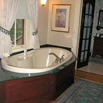 Premier Suite--bathtub