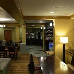 Lounge mit Blick auf den Frühstücksbereich