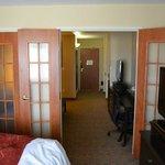 Blick aus dem Schlafzimmer bei geöffneter Tür