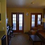 Blick in die Suite mit geschlossenen Türen