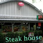 How to reach us: Steqak House (Soi Sri Bumphen)