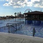 Бассейн открытый при отеле