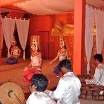 Performance of traditional diner and show