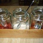 Sauces: ketchup, 1000 island, bbq