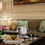 Golden Tulip Galleria Hotel Photo