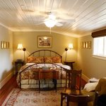 Hidden Oak Inn - Bedroom