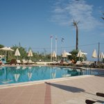 Pool with free of charge sunbeds/umbrellas