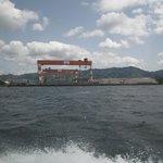 軍艦島クルーズ途中に見える世界一のクレーン