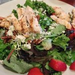 Salad with grilled chicken and strawberries.