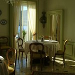 Dining room furnished with beautiful antiques
