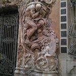 Detalle pórtico puerta principal
