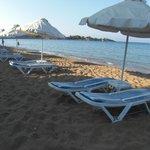 main beach, 10 min walk from melfe villa