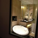 a view of the barhroom from the room