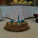 Torta di compleanno dallo staff del Palace Hotel a mio padre