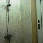 Dusche ohne Kabine im Badezimmer