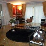la sala dell'hotel