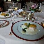 Porzellan aus Höchst, Silber aus Frankreich, Küche von hoher Qualität