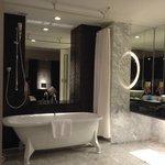 Luxurious bathroom =)