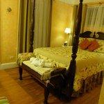 Palmetto Suite bed