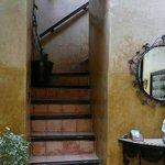 escalier menant aux chambres et terrasse