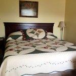 queen bed cabin 7