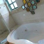 Prachtige badkamer; douche werkt helaas niet zoals verwacht.