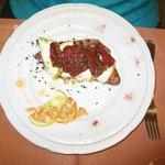 Filetto di cavallino con provola affumicata e pomodori secchi piccanti