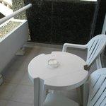 terraza de la habitacion, grande y comoda