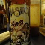 Polygam Porter, cerveja local, Muito boa