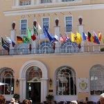 Frente do Hotel Quisisana!
