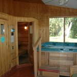 Jacuzzi, Steam Bath & Sauna at Classy Country Bourget Inn & Spa