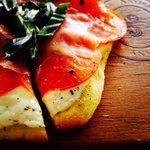 Flatbread with tomatoes and prosciutto