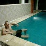 De relax en la piscina