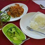 Phad thai 85bht and Thai green curry with rice 100bht...good prices