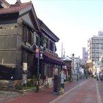 周辺には歴史的な建造物が点在(ホテルは右寄り)