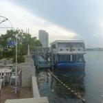 Devant l'hôtel, la rivière Chao Praya et ses navettes pour BKK centre