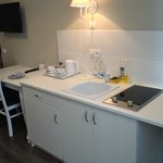 Room 203 - electric hob and complimentary drinks