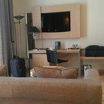 Desk / fridge / TV
